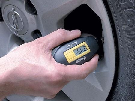 электронный манометр для измерения давления в шинах