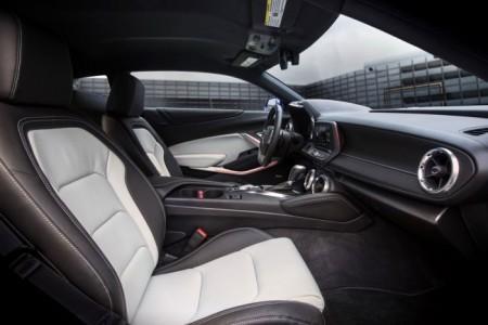 Chevrolet Camaro 6 интерьер