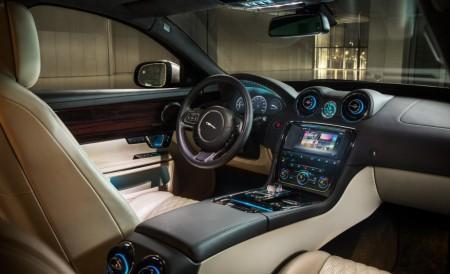 салон Jaguar XJ 2016