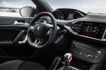 Peugeot 308 GTi салон