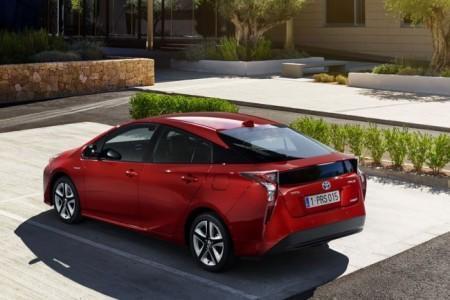 Toyota Prius в новом кузове 2016-2017