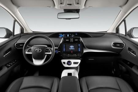 Toyota Prius 4 - салон