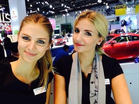 представительницы компаний на автосалоне во Франкфурте 2015