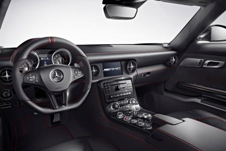 салон Mercedes SLS AMG Electric Drive