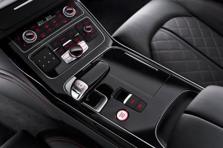 центральная консоль Audi S8 plus, покрытая рояльным лаком