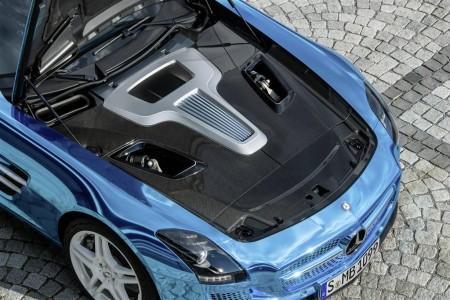 электрический двигатель Mercedes SLS AMG