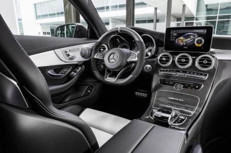 Mercedes-AMG C63 Coupe - салон