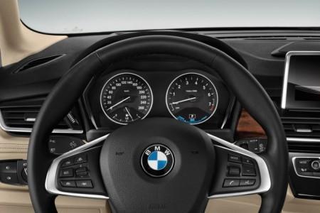 BMW 225xe Active Tourer - салон