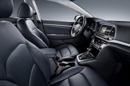 Hyundai Elantra 2016 - салон
