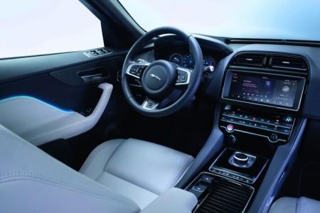 Jaguar F-Pace - салон
