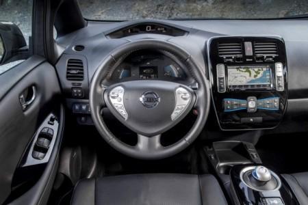 Nissan Leaf - салон