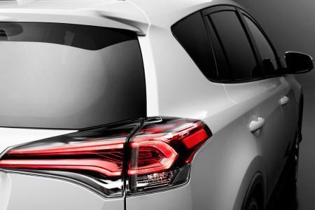 задние фонари обновленного Toyota RAV4 2016
