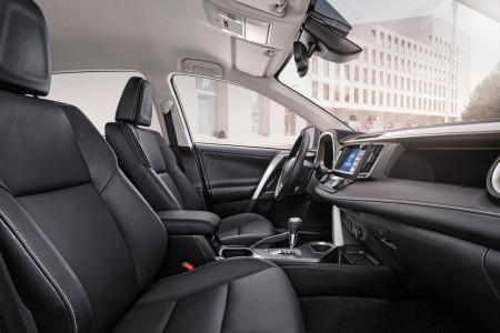 интерьер Toyota RAV4 2016