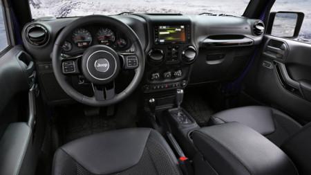 Jeep Wrangler Backcountry - салон