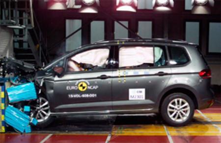 краш-тест Volkswagen Touran 2016