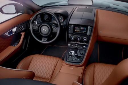 Jaguar F-Type SVR - салон