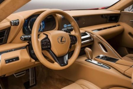 салон гибридного Lexus LC 500h