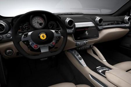Ferrari GTC4 Lusso - салон