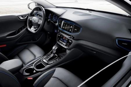 Hyundai Ioniq - салон