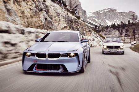 концепт БМВ 2002 Hommage и оригинальный BMW 2002 1973