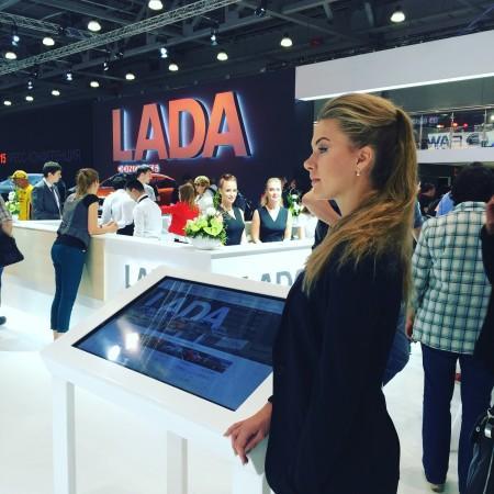 Девушка LADA на Московском автосалоне 2016
