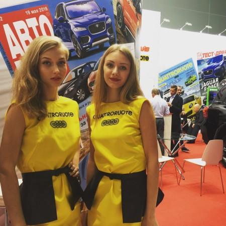 Девушки на Московском автосалоне 2016.jpg