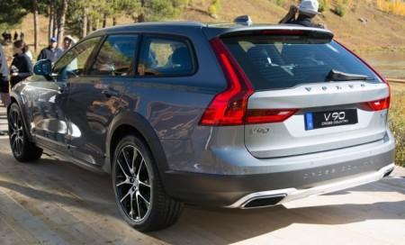 novyj-volvo-v90-cross-country