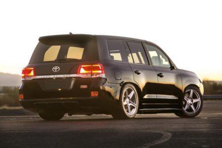 2000-сильный Toyota Land Cruiser 200