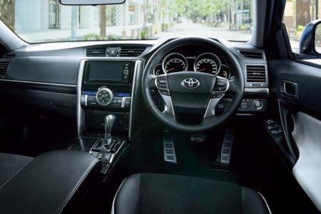 Toyota Mark X 2017 - салон