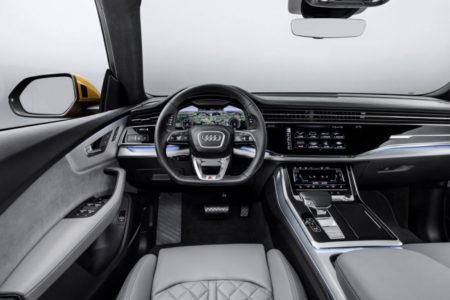 Audi Q8 - салон