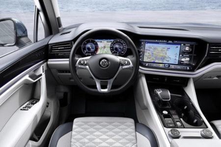 Volkswagen Touareg 2019 R-Line - салон